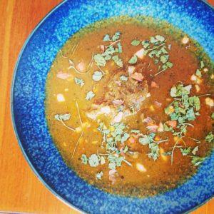おはようございます。☀️  今日は、暑くなりそうですね! お休みの方は、なにをして過ごしますかね? 心穏やかに参りましょう✨   本日のカレー  豚カシラのポークビンダルー (お酢のきいたスパイシーなポークカレー)  やさしいチキンカレー (サニカリ定番のトマト増量の夏バージョン)  夏野菜とひよこ豆のカレー (野菜と豆の旨みたっぷりの豆カレー)   皆様のお越しをお待ちしております。